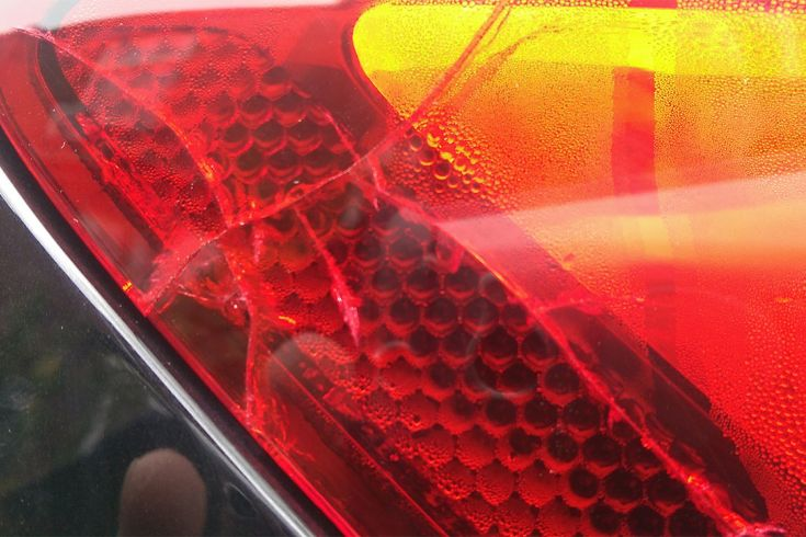 Cracked SEAT Leon MK3 (5F) rear light assembly with condensation